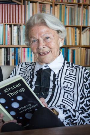 Tidligere ledende børnebibliotekar Bodil Skov nyder at få bragt gode bøger fra biblioteket