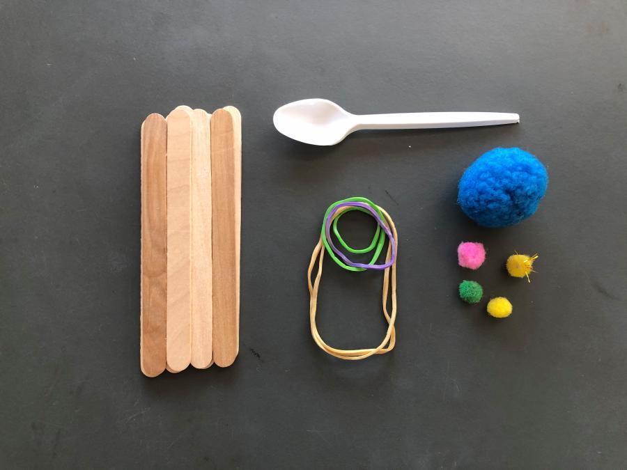 ispinde, elastikker, pompomer, plastikske