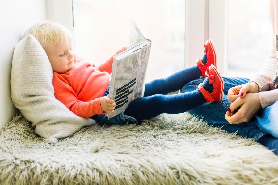 Barn læser