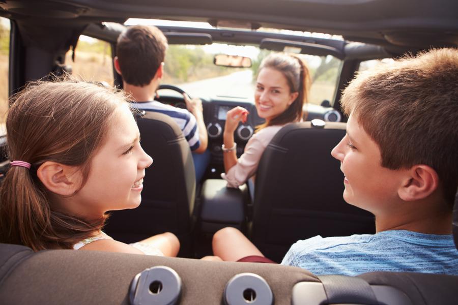 Børnebibliotekets bagsædeservice - sådan overlever du bilferien med dine børn
