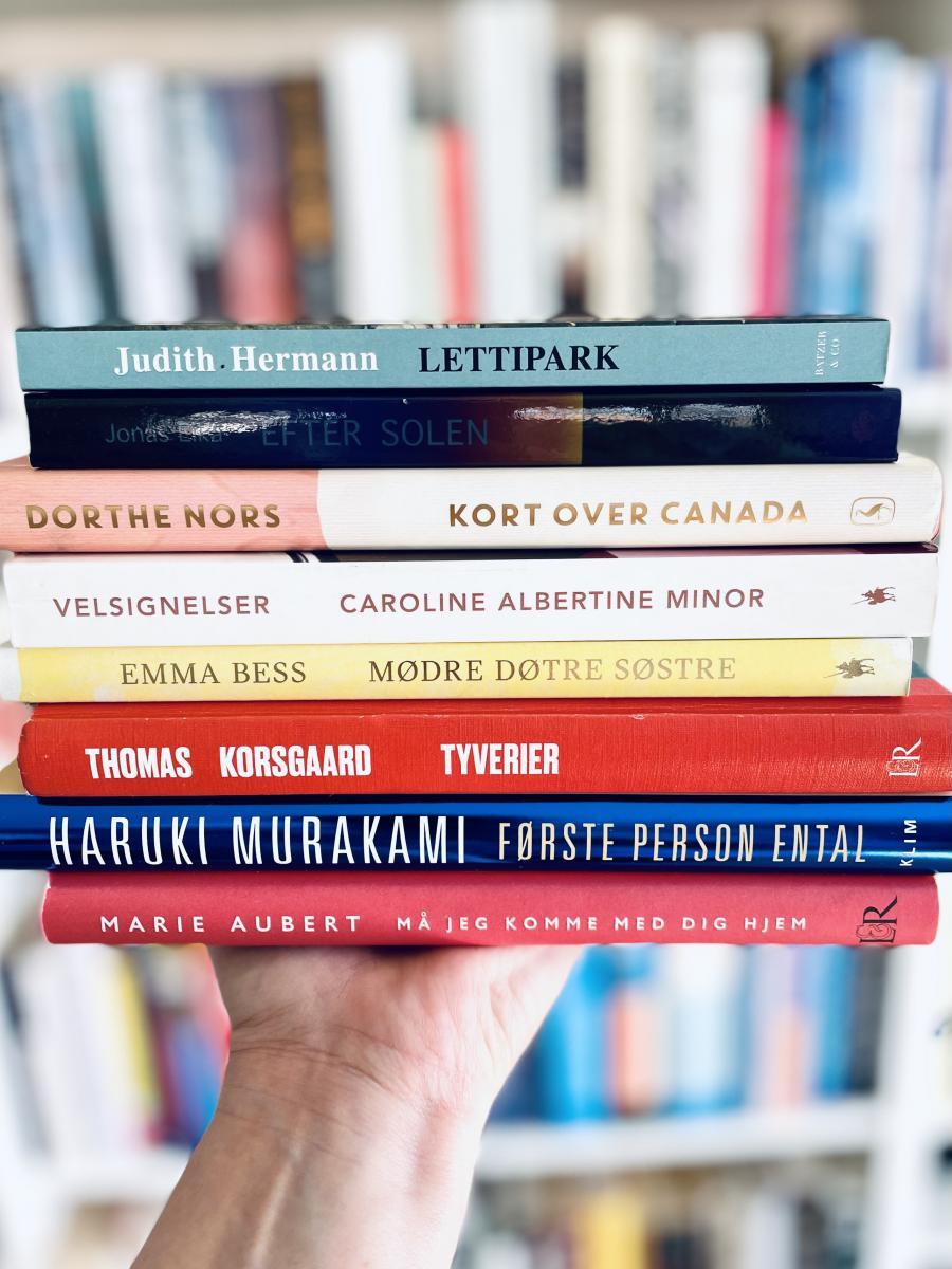 En stak med bøger