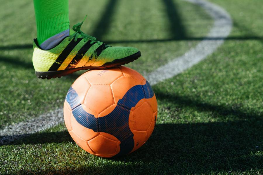 Fod på fodbold