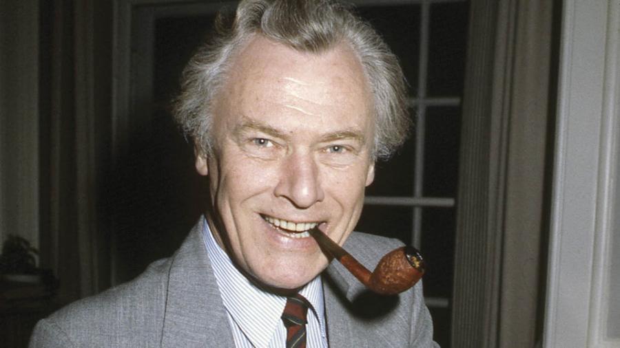 Foto af Poul Schlüter med pibe i munden 1982